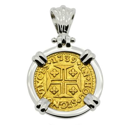 Portuguese 400 Reis dated 1739 in white gold pendant.
