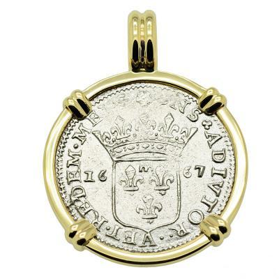 1667 Italian Shipwreck Luigino in gold pendant